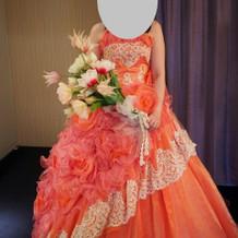 オレンジの可愛いドレスです