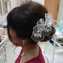 可愛い髪飾りやイヤリングがありました。