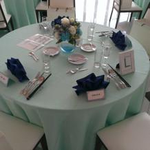 披露宴会場のテーブルです。