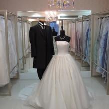 キレイなドレスがたくさんあります。