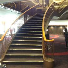 ドレスがはえそうな階段