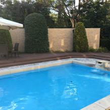 ガーデン内のプールです