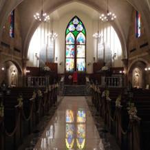 ステンドグラスがとても綺麗な大聖堂。
