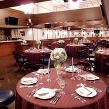 船の中をイメージした披露宴会場。