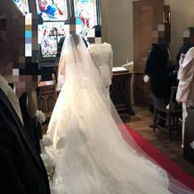 ロングトレーン・ロングヴェールのドレス