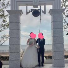 挙式後に二人でカリオンの鐘を鳴らします