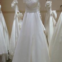 Aラインウェディングドレス