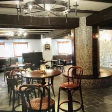 待合室もカリブの酒場。