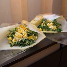 贈呈用花束も黄色でまとめてくれました