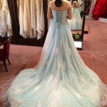 水色のカラードレスです。