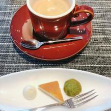 食後のコーヒーとスイーツです