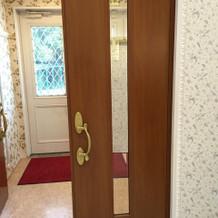 挙式会場のドア