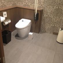 車椅子用トイレではオムツの交換できました