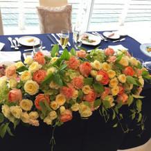 メインテーブルのお花もキレイでした。