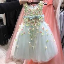 お子様用のドレスもレンタルできます