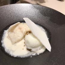 この魚料理が美味しくて、白に決めました。
