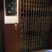 今は珍しい旧式のエレベーター。