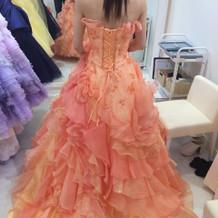 プリンセスラインのドレスを着ました。