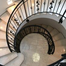 建物内の螺旋階段