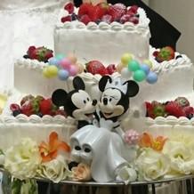 ミッキーと風船はケーキトッパーです。