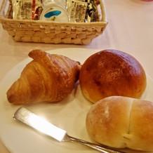 焼き立てのパンは3種類。