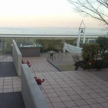 会場から見えるのは東の海です。