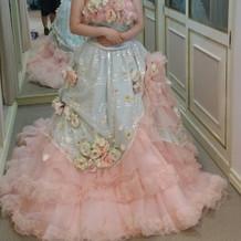 ピンクと水色のカラードレス
