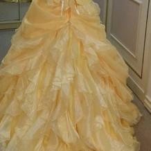 黄色のカラードレス後ろ