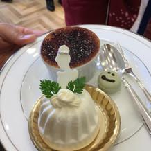 ケーキにシンデレラのチョコの飾り