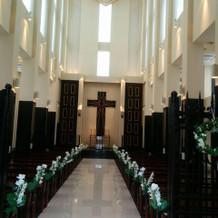 教会は白を基調としています。
