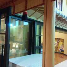 渡り廊下が和の雰囲気で素敵でした。
