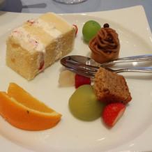 ウェディングケーキとデザート