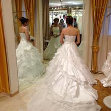 ホワイトドレスも豊富で悩みました。