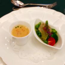前菜、左は洋風茶碗蒸し
