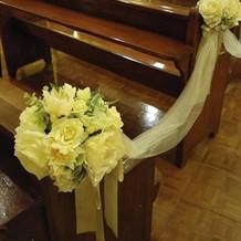 結婚式場の椅子は焦げ茶