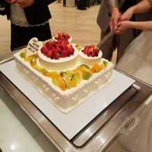 とってもかわいいミッキー型のケーキです。