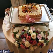 人数に合わせたサイズのウェディングケーキ