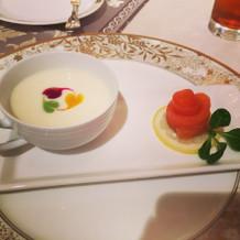サーモンと冷製スープ