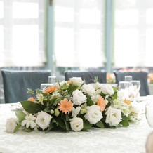 テーブル中央の装花