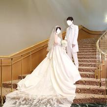 挙式前に階段で撮影