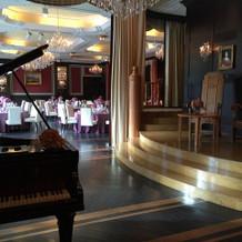 バルコニーです。ピアノもあります。