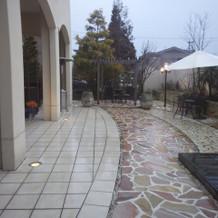 式邸の庭素敵でした。