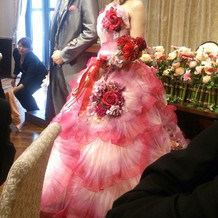 桂由美のカラードレス。