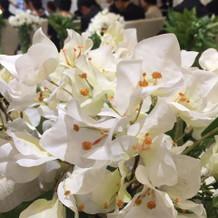 チャペルお花 造花です