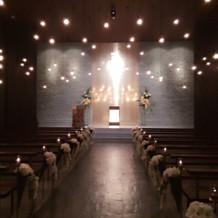挙式会場。天井に光るライトは星空のよう。