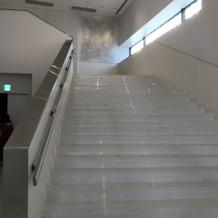 室内にある大階段です