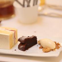 デザートのケーキ、アイス、WDケーキ。