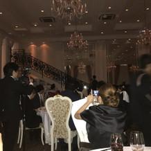 披露宴内には階段有り!