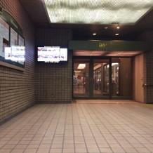 地下鉄駅直結入口