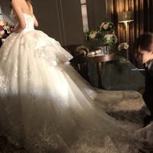 ウェディングドレスの後ろ